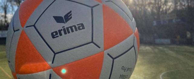 Casper test nieuwe korfbal van Erima